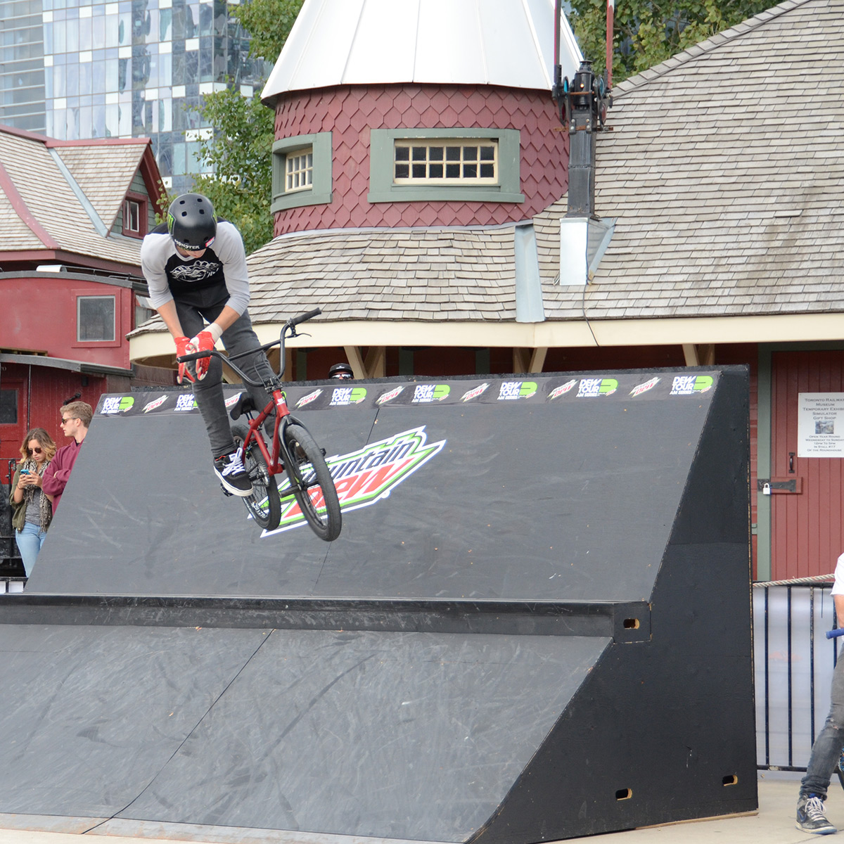 Wall Ride to Bar at Dew Tour Am Series in Toronto